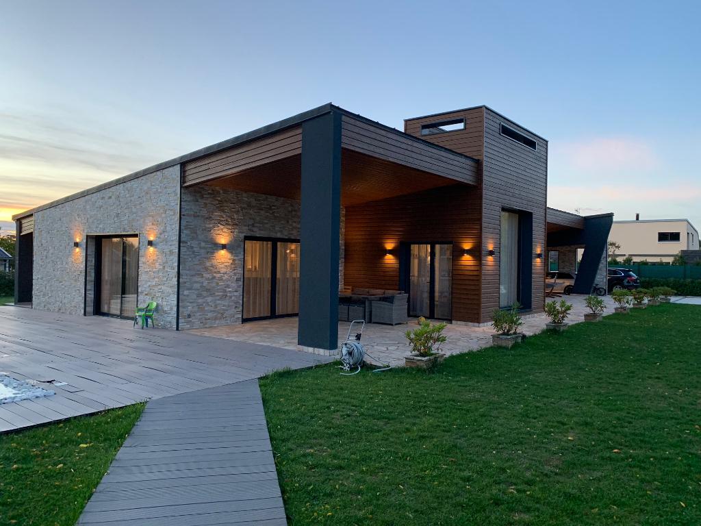 Maison moderne  7 mn le MANS 6 pièce(s) 200 m2 piscine