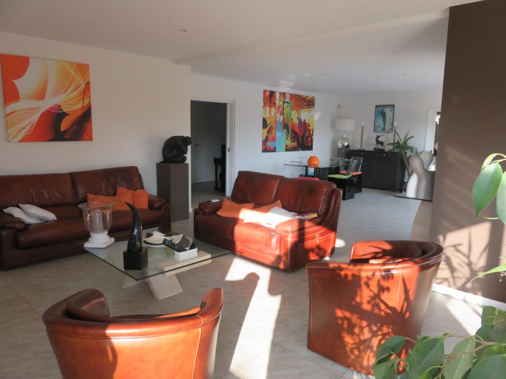 Maison  7 pièce(s) 204 m2