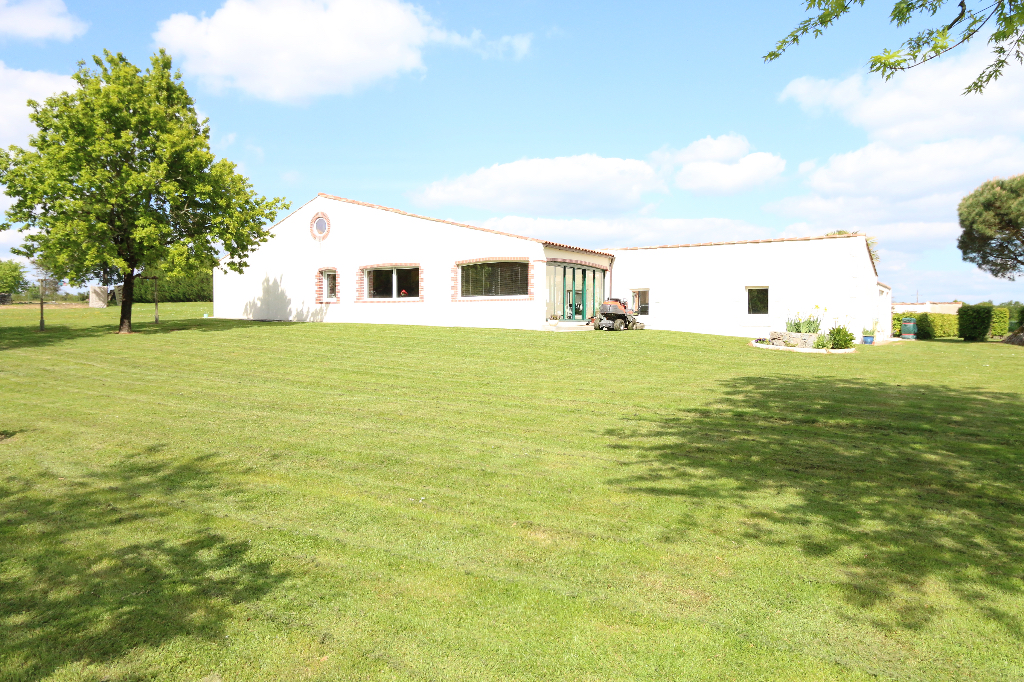 Maison Poiroux 8 pièce(s) 235 m2