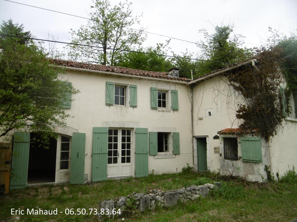Maison en pierres de 137 m² et dépendances proche Verteillac sur  2685 m²
