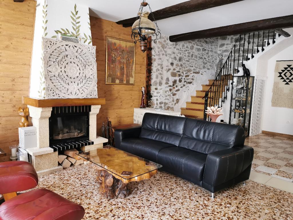 Maison de village 340 m2 avec cour