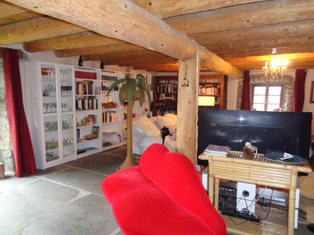 Monistrol d'Allier/Saugues(43), maison de 220 m2, 3/4 chambres sur 720 m2 de terrain