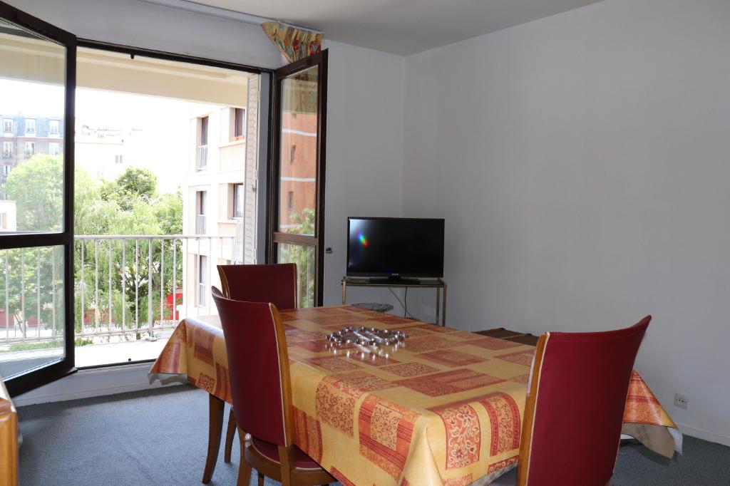 Appartement  Pantin 2 pièce (s), 56.83 m2