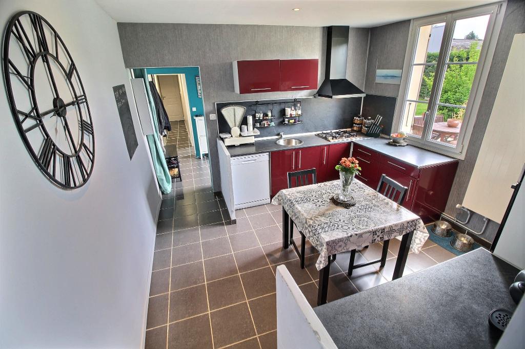 BRESLES - Maison 3 chambres rénovée sur 451m² de terrain