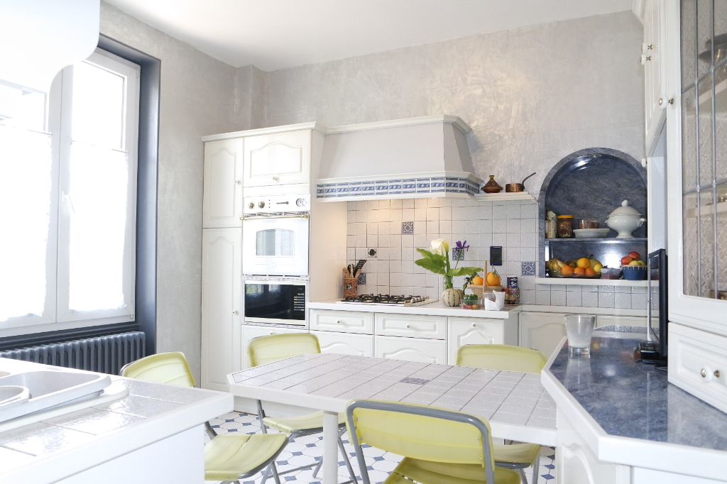vente maison 110 m bourges 18000. Black Bedroom Furniture Sets. Home Design Ideas
