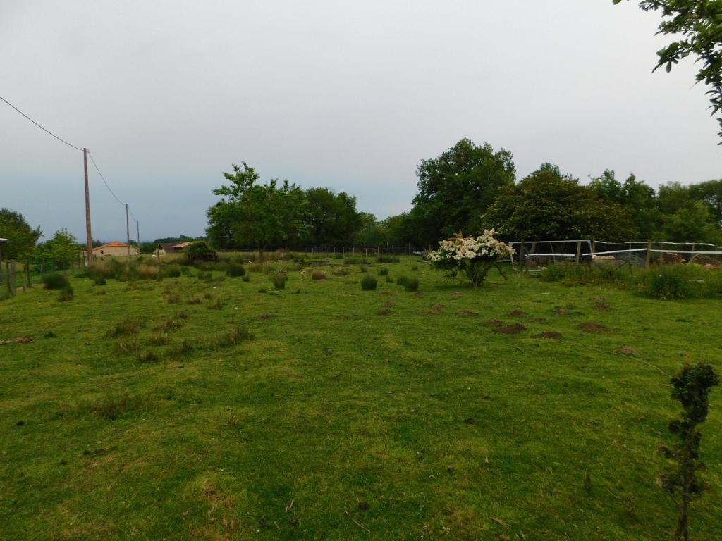 Marmande Beau terrain constructible et viabilisé de 1300 m2