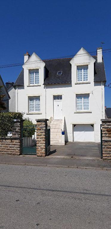 Chateauneuf du Faou  29520 maison de ville parfaitement entretenue 3  chambres