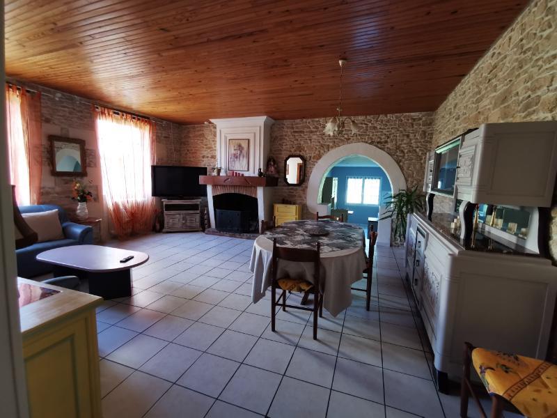 33820 Maison en pierre Saint Caprais De Blaye 7 pièce(s) 184 m2 jardin