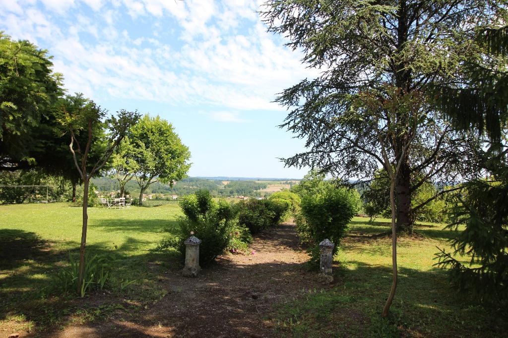 MAISON DE MAITRE - Villefranche De Lonchat 290 m2, 10 pièces, 8663m² de terrain