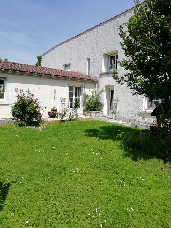Maison Doix Les Fontaines 7 pièce(s) 200 m2