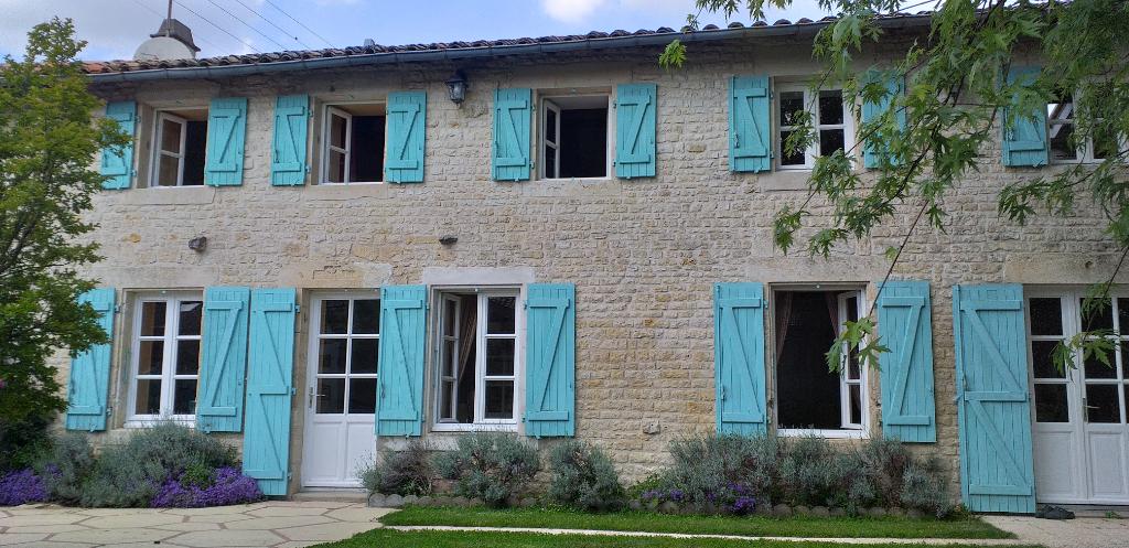 Maison Brioux Sur Boutonne 8 pièce(s) 200 m2