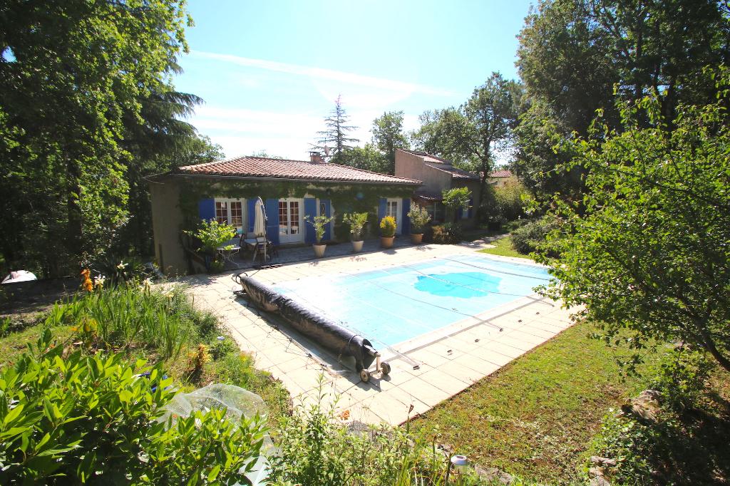 CAHORS maison 6 pièces 4 chambres et bureau sur plus de 1,5 hectares avec piscine
