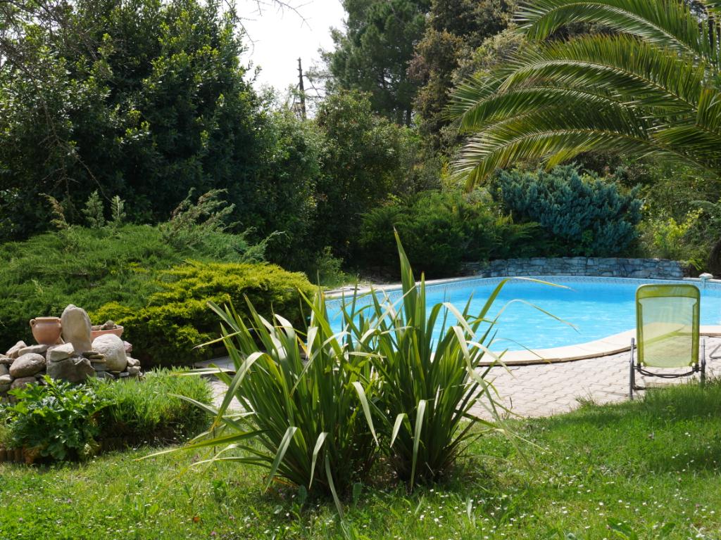Villa 3 chambres avec piscine et cuisine d'été à Gailhan sur terrain de 2050m²