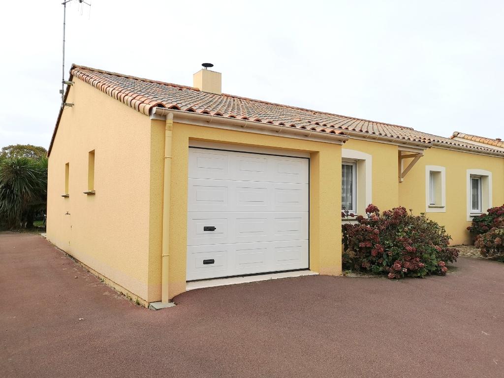 (44320) CHAUVE PROCHE CENTRE-  Maison de 92m² env avec garage