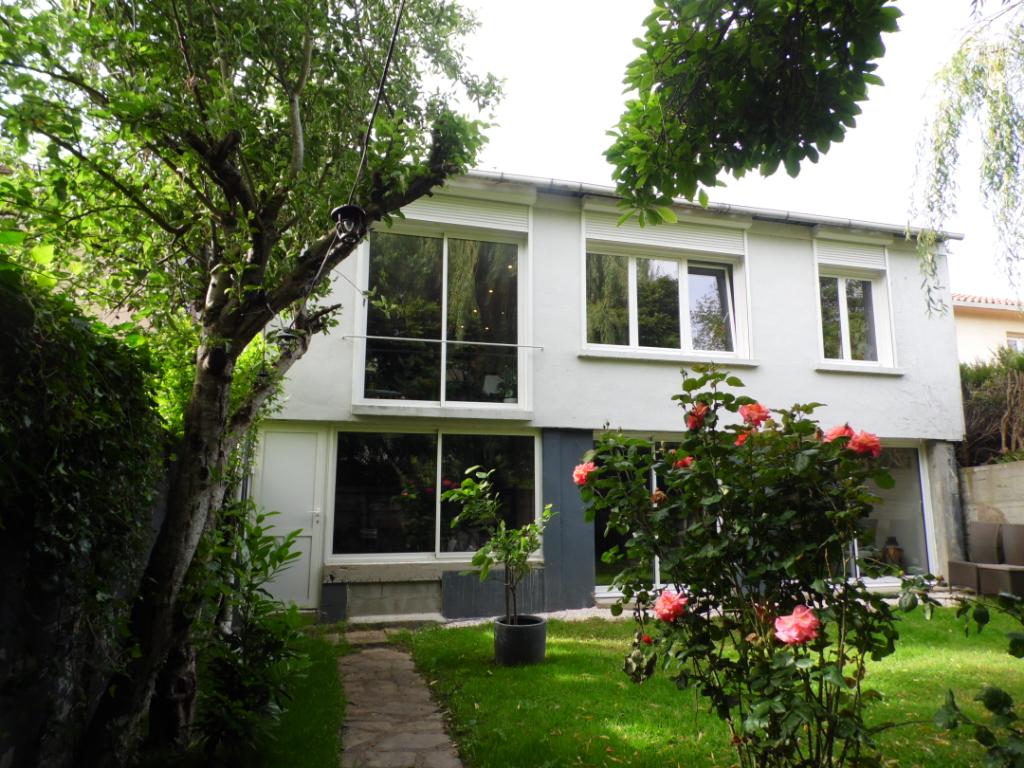 Maison 4 chambres avec garage et terrain clos à Cholet - 203302