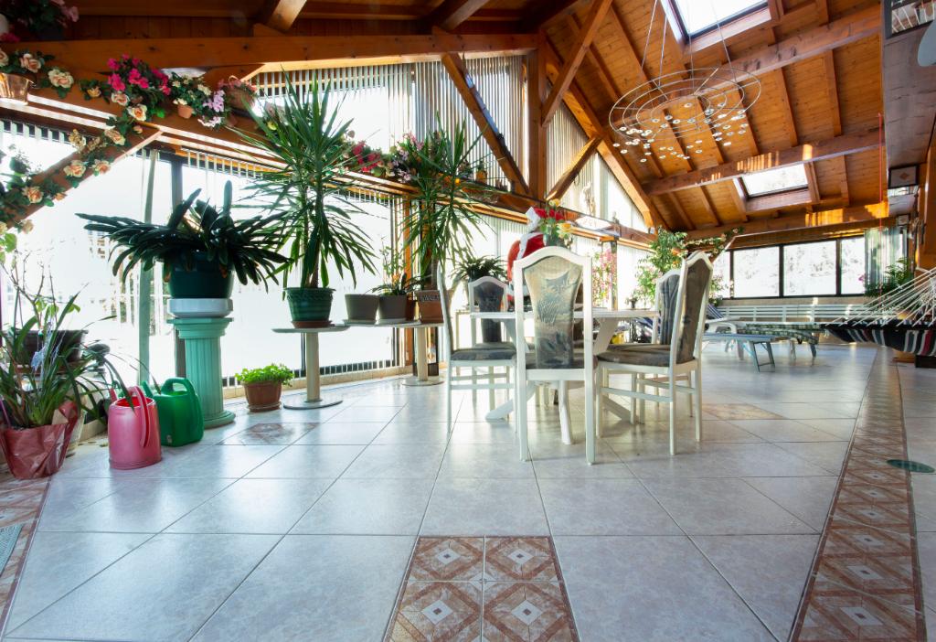Villa 530 m2 avec piscine intérieure et espace forme