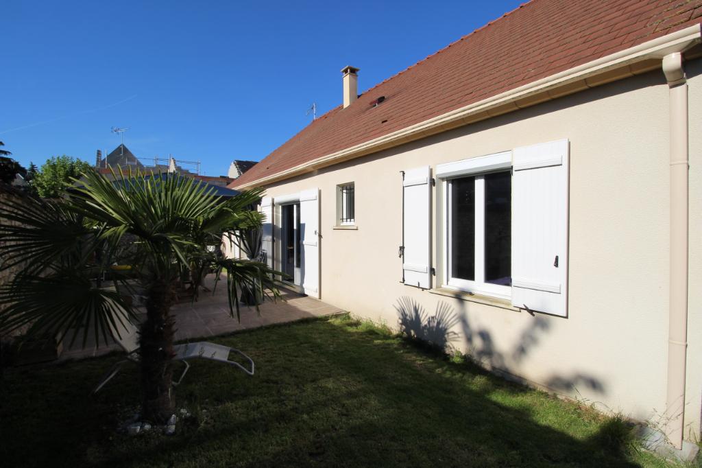 Maison de plain-pied récente avec 3 chambres avec jardin clos