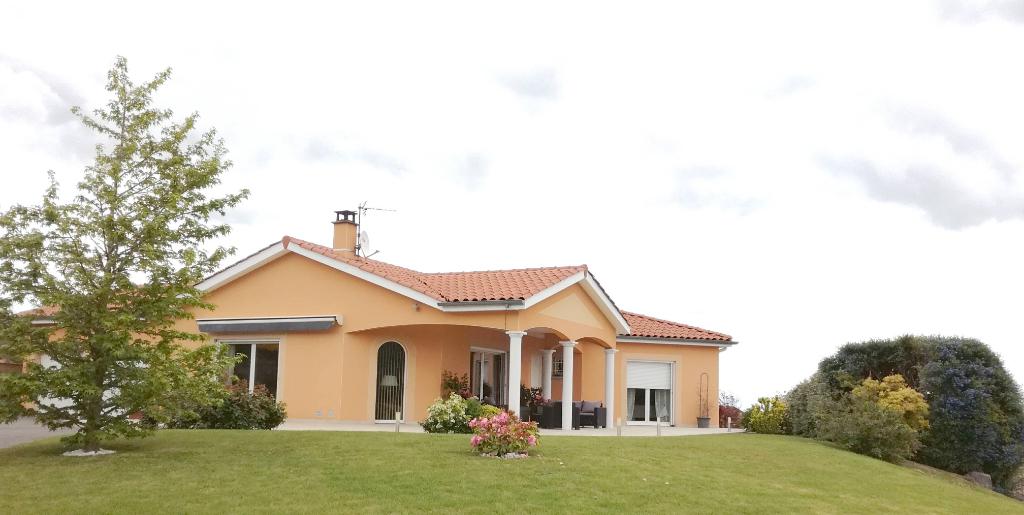 Maison Montbrison 5 pièce(s) 132 m2 + 43,21 m² de surface utile