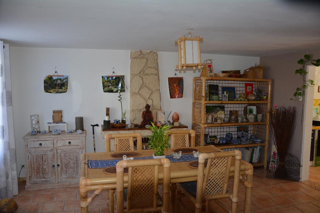 Maison de bourg en pierre - 115m² - 2 chambres