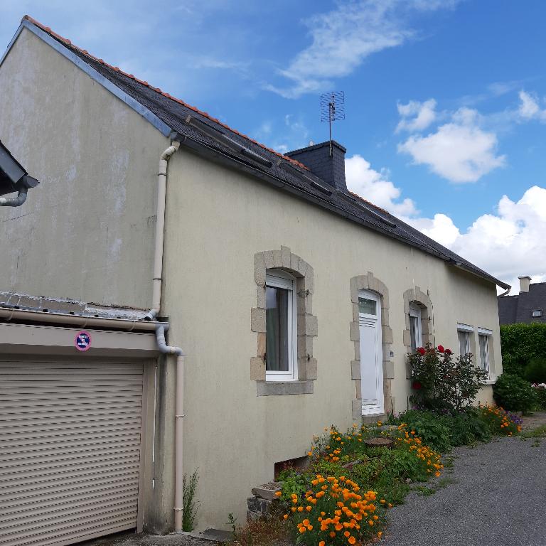 Chateauneuf du faou Saint Goazec Centre Bourg 4 chambres maison habitable avec travaux à prévoir