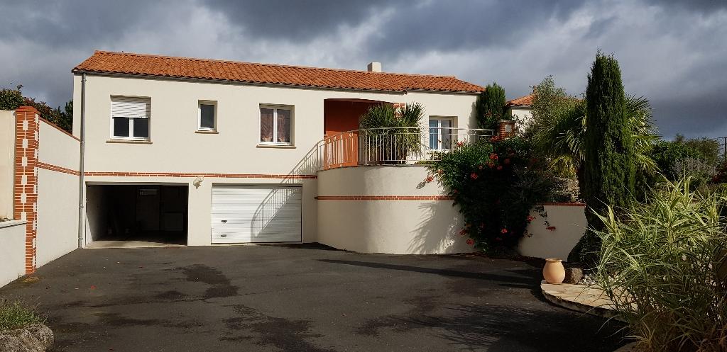 Magnifique villa, au calme, sur Saint Crespin Sur Moine 9 pièce(s) 302 m2