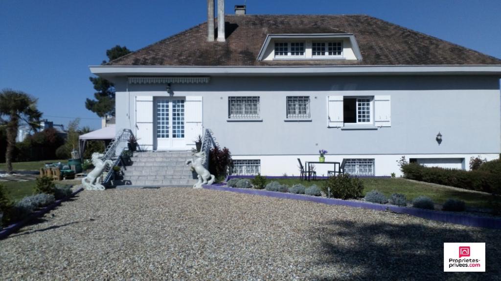 Belle villa de 6 pièces 137m2 sur jardin paysagé et arboré de 3600m2