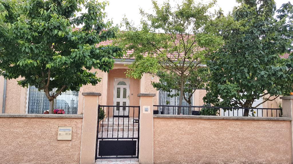 Belle Maison de 2006 de 153 m² avec sa Cour Sécurisée, ses Terrasses, son Garage avec P. Automatisée, sa Dépendance et son Terrain Clos, Arboré avec son coin Potager de 425 m²