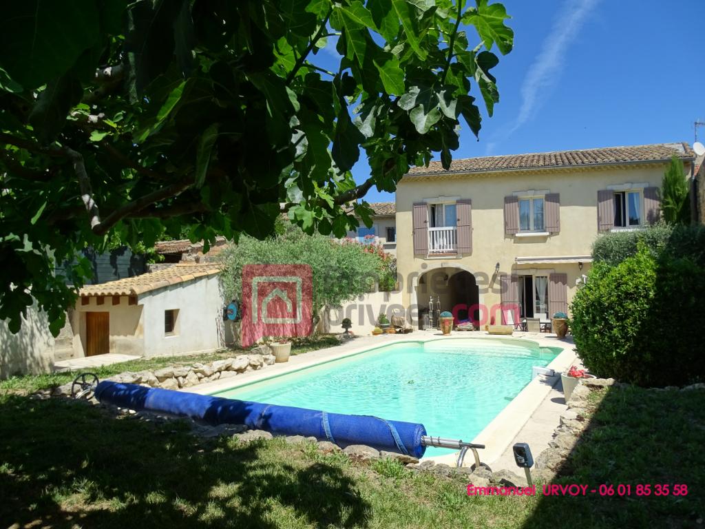 A VENDRE - 13630 - EYRAGUES - Maison de 190 m² avec 4 chambres et piscine en centre village