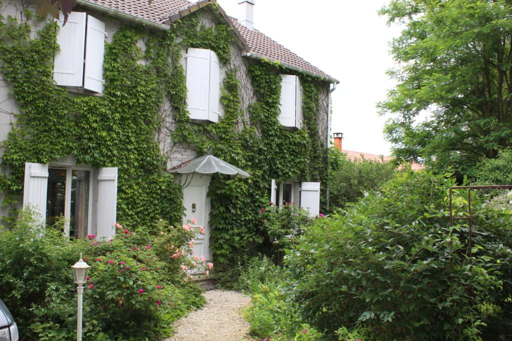 Maison + dépendance habitable 7 pièce(s) 183 m2 à Butgnéville (SAINT HILAIRE) 15 mn de jarny