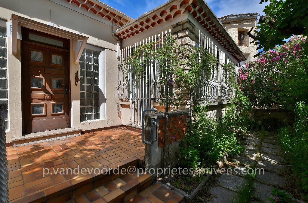 Maison de village avec terrasse et cour intérieure
