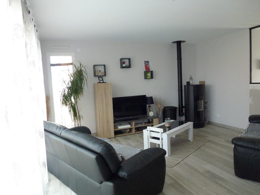 Maison  4 CHAMBRES 105 M² SAINT HILAIRE DE CHALEONS