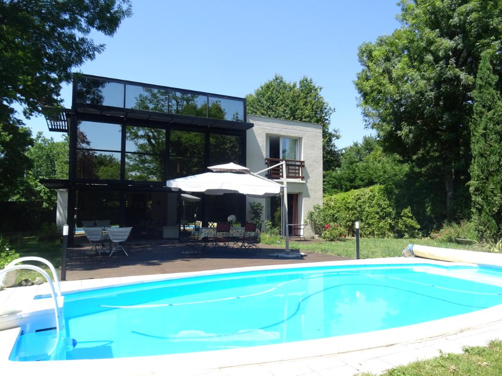 Exclusivité  - Pessac Cap de Bos Maison contemporaine 250 m2 - Jardin 1300m2 - Piscine