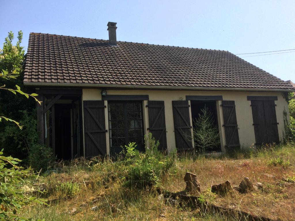 Située à 16 mn d'Evreux Maison de 03 m² trois chambres sur 2071 m² de terrain