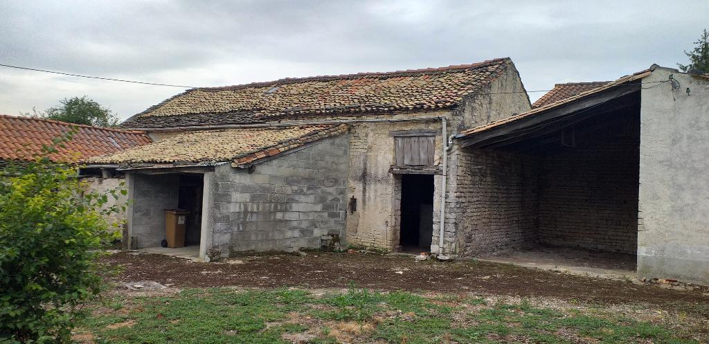 PRAHECQ  Maison et dépendances à rénover
