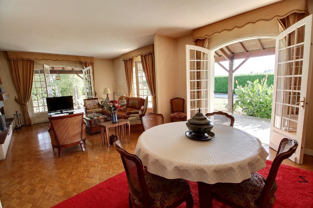 Maison Saintes 7 pièce(s) 165 m2