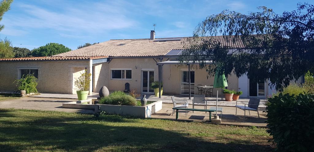 Maison T6 DE 200 m2 AVEC APPARTEMENT TERRAIN 6 HA ET PISCINE