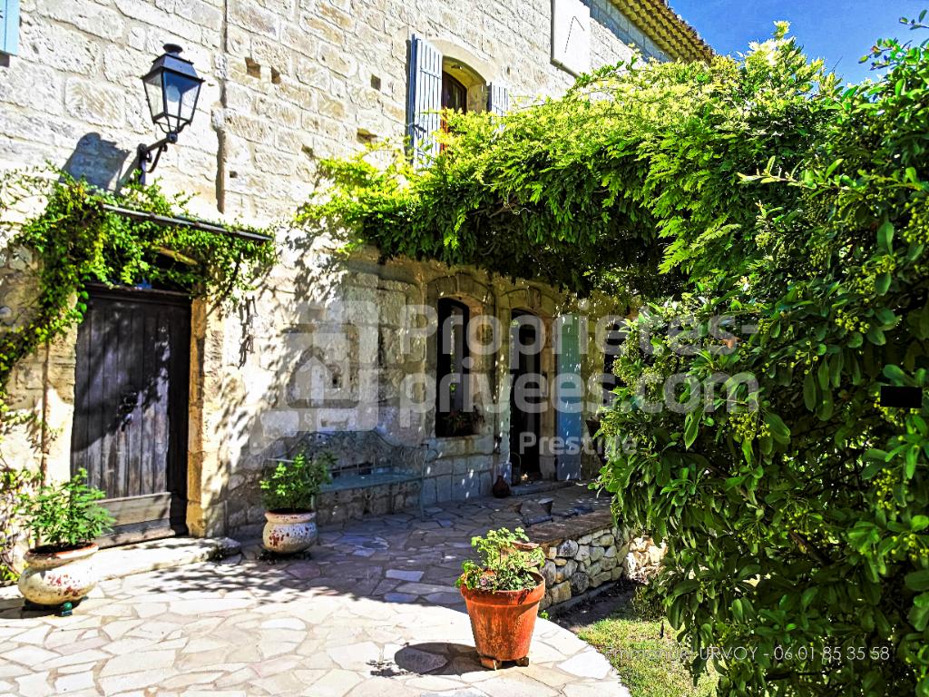 A VENDRE - Proche Saint Rémy de Provence - Mas de village (300 m²) avec jardin et piscine