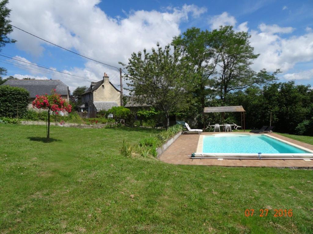 Secteur vallée du Lot - ensemble de 2 Maisons avec terrain et piscine