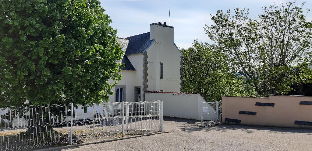 Ancienne école habitable / gîte 240 m² sur 2300 m² de terrain