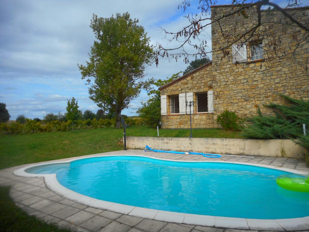 Maison en pierres avec gîte et piscine