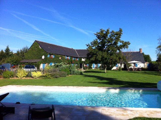 Villa - demeure avec piscine Bellevigne En Layon 10 pièce(s) 270 m2