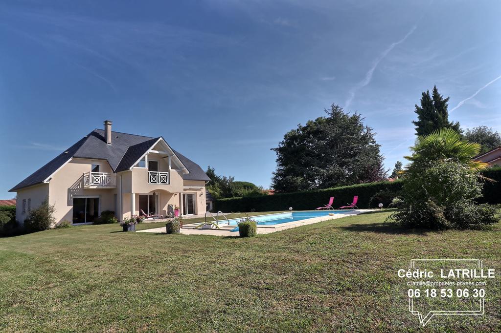 Maison d'architecte Vic En Bigorre 7 pièce(s) 160 m2
