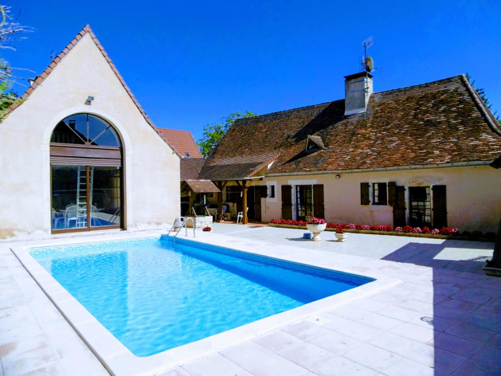 Maison Avec  Piscine à Sainte Eulalie D Ans 6 pièce(s) 200 m2