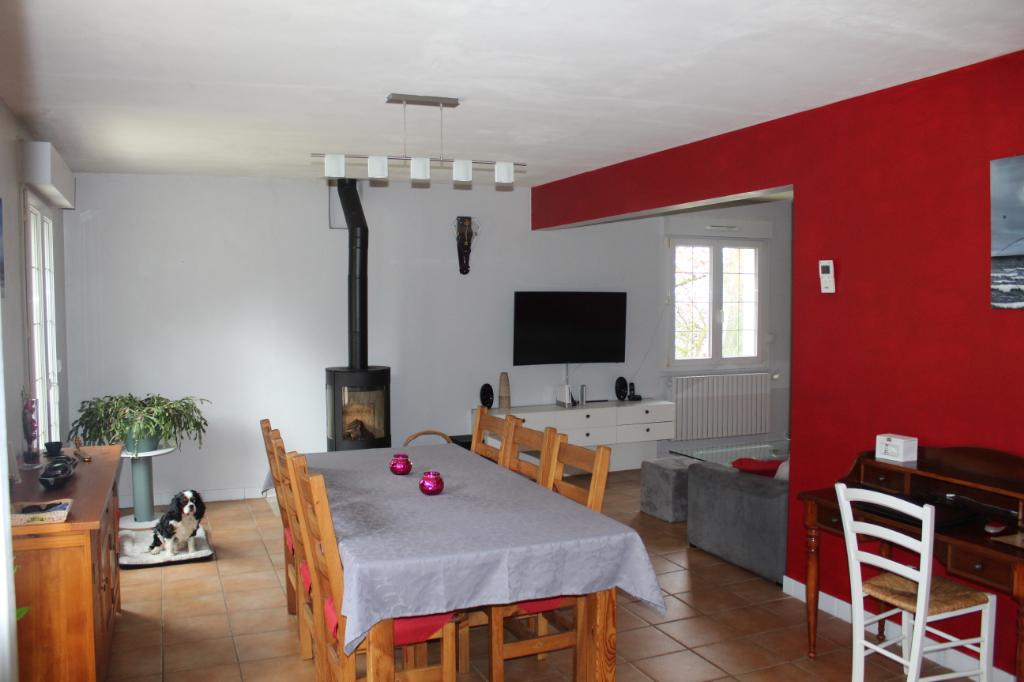 Côtes d'Armor 22150 Hénon Maison Néo-Bretonne 4 chambres, bureau, grand terrain Boxes pour chevaux, terrasse, sous-sol total