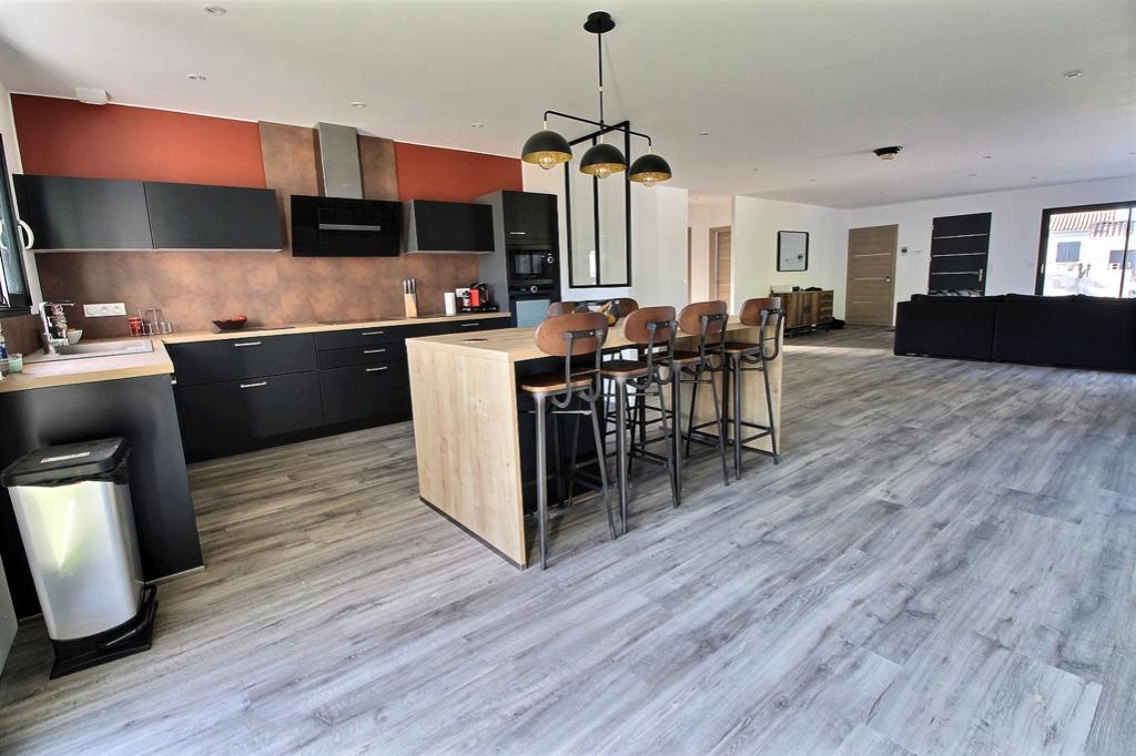 Maison Semussac 6 pièce(s) 158 m2