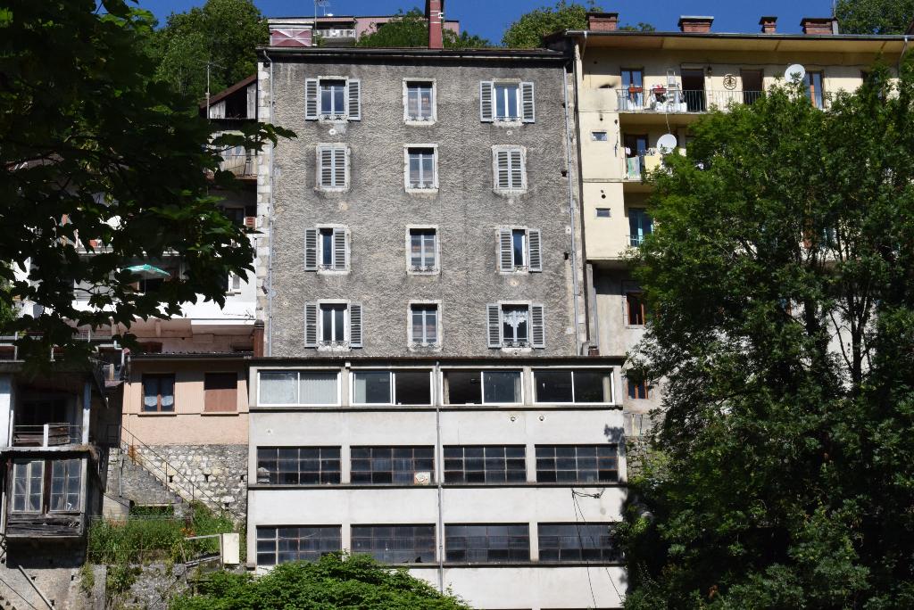 Immeuble Saint Claude de 400m² et un batiment Bureau et atelier