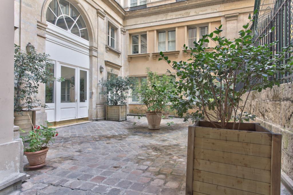 Appartement Paris 4 pièces, 2 chambres de 98 m2