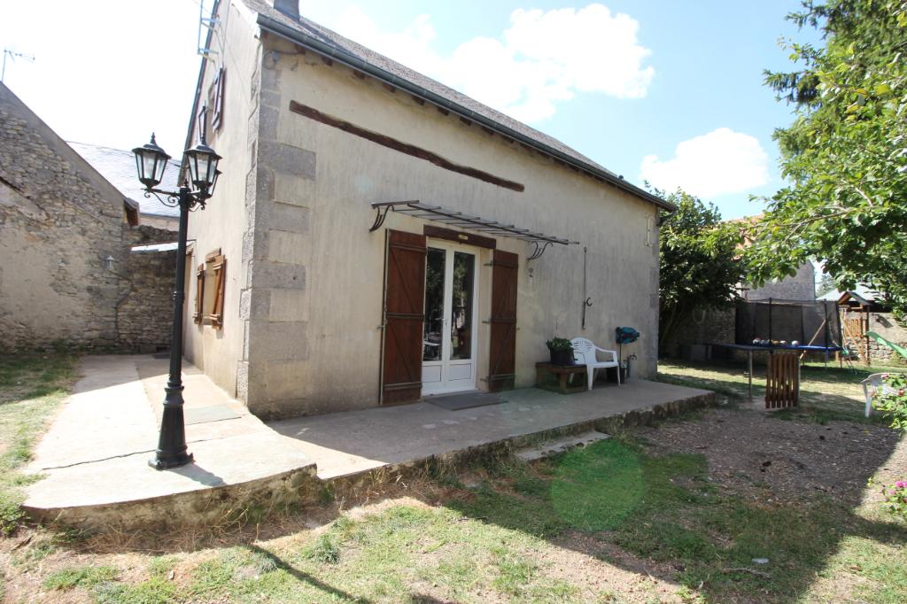 Maison en pierres, 2 chambres, jardin et grange