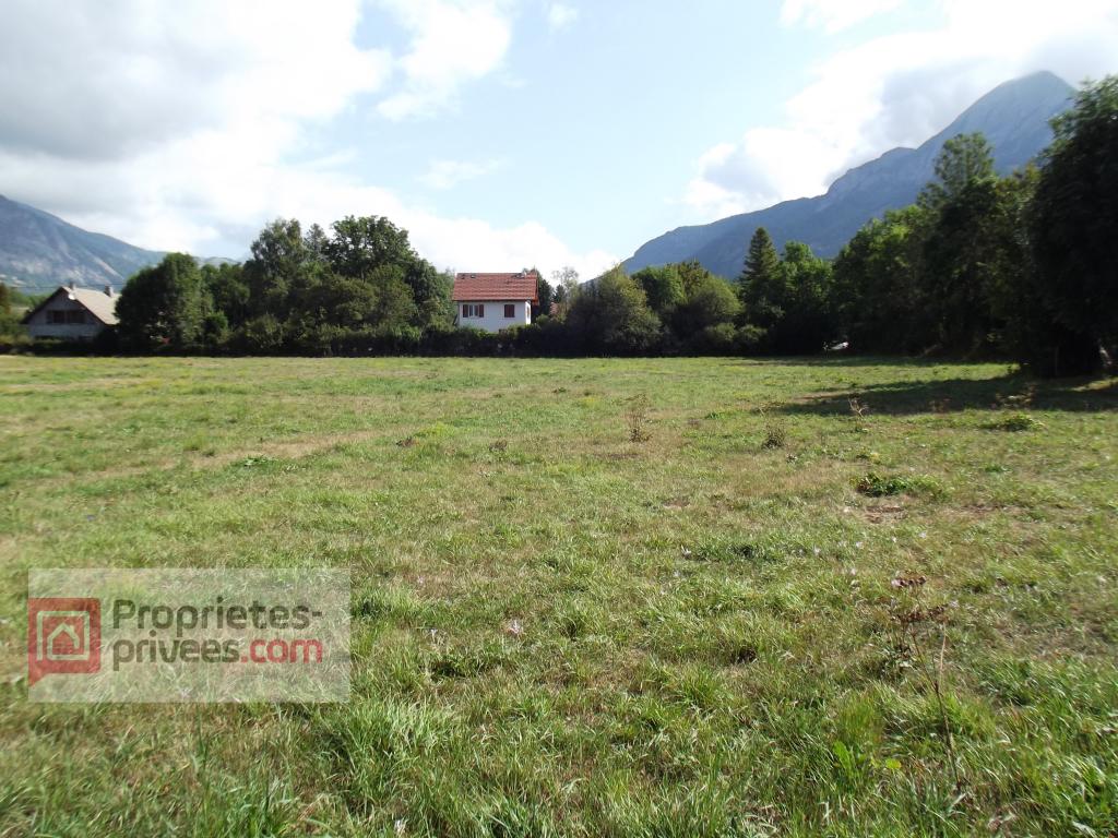 Terrain constructible de 5000 m² (2300 m² + 2700 m²)