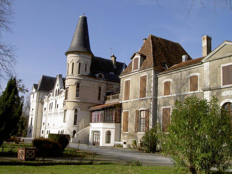 château et hôtel ancien + rotonde 50 pièces, 1 ha